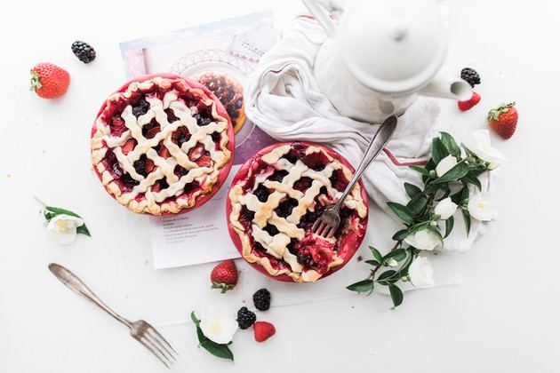 Food photography tips: Photo of berry pies on a neutral background
